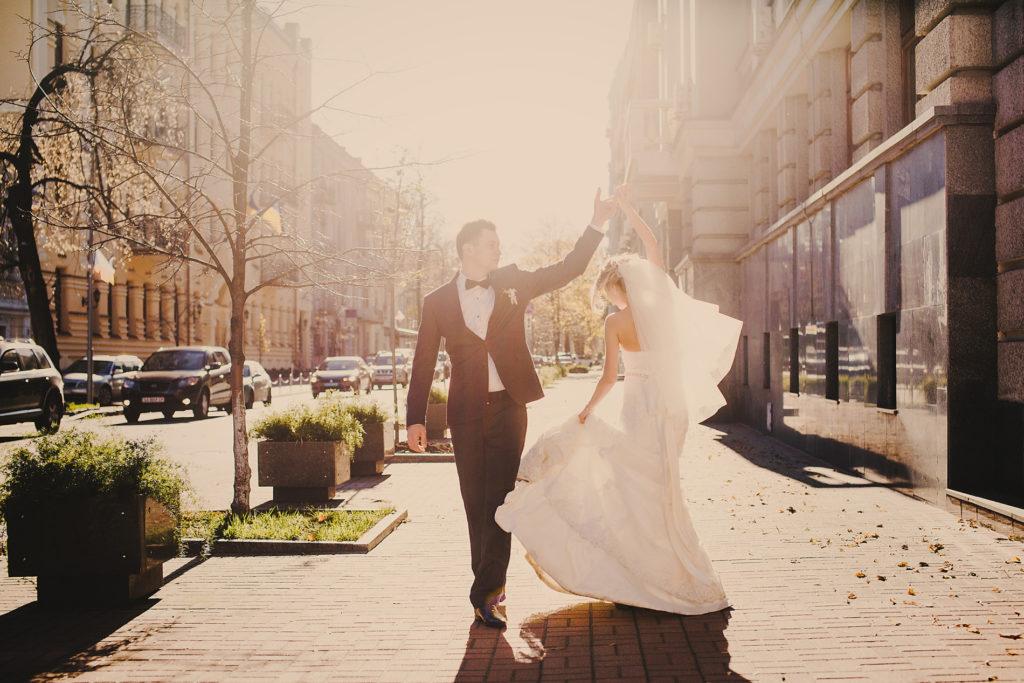 Hochzeit Hochzeitsplanung Hochzeitsplaner Brautpaar Brautkleid